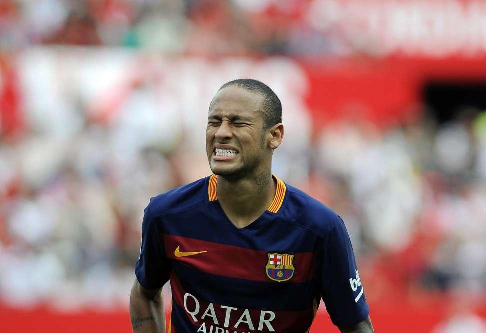 Une défaite qui fait mal. Neymar et ses coéquipiers du FC Barcelone ont perdu samedi face au FC Séville. Une défaite qui laisse les Catalans à la 4e place, mais à seulement un point du surprenant leader, Villareal.