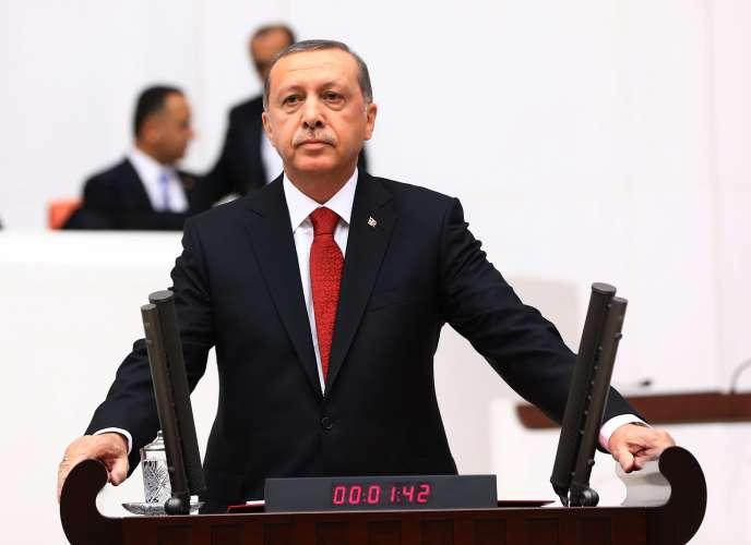 Le président turc, Recep Tayyip Erdogan, devant le Parlement à Ankara, jeudi 1er octobre 2015, lors de l'ouverture de la deuxième session de l'année législative.