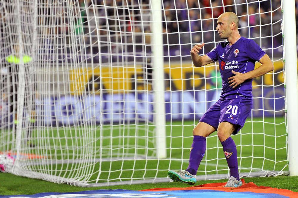 Où s'arrêtera la Fiorentina? Le club toscan a pris seul la première place en Serie A, après sa victoire (3-0)contre l'Atalanta Bergame, dimanche. Son poursuivant, l'Inter Milan, a deux points de retard. Quant au tenant du titre, la Juventus, elle est au fond du classement, à la 12e place, à dix points de la Viola. Une page en train de se tourner ?