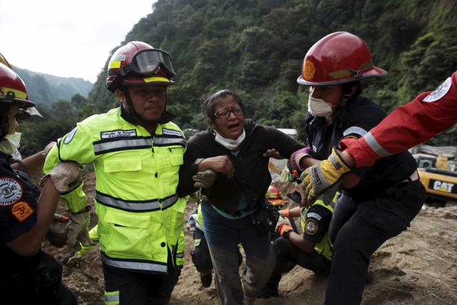 Au moins 131 personnes sont mortes après un glissement de terrain au Guatemala qui a enseveli jeudi soir des dizaines de maisons à Santa Catarina Pinula, près de la capitale du pays.