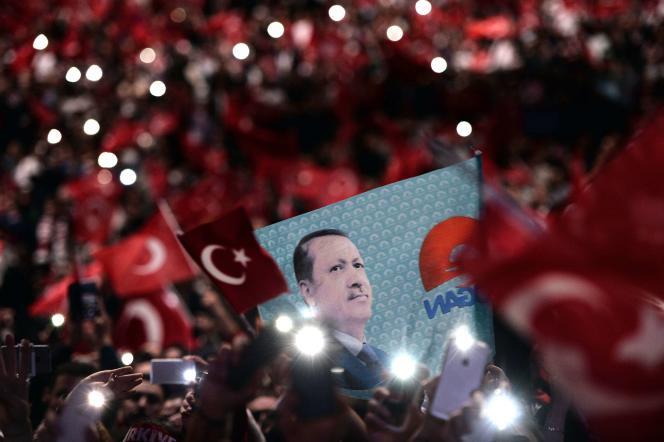 Quelque 12 000 personnes ont assisté, dimanche 4 octobre, au discours du président turc Recep Tayyip Erdogan à Strasbourg.