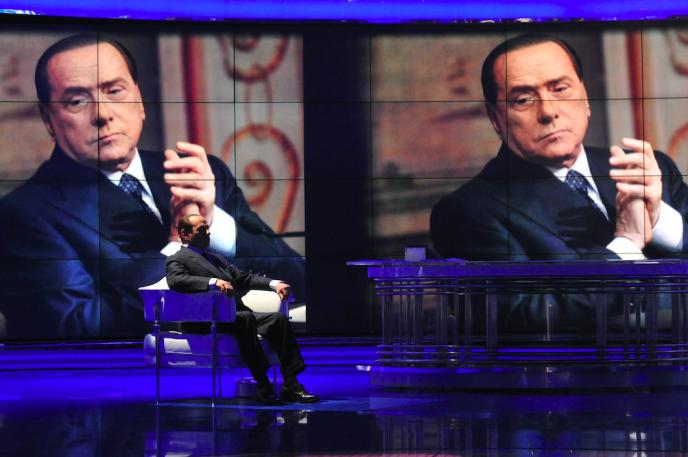 Silvio Berlusconi (ici sur un plateau de la Rai 1 en avril 2014), dont la famille détient Mondadori, s'est réinvesti activement dans les affaires depuis le mois de mars.