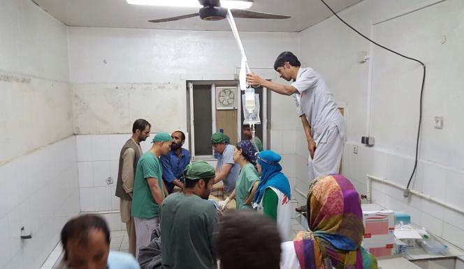 Dans une partie de l'hôpital non-touchée par le bombardement du 3 octobre.