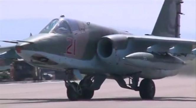 Un avion d'attaque russe SU-25 sur la base aérienne de Heymim, près de la ville de Lattaquié, en Syrie.