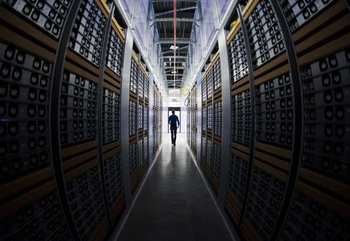 Dans un centre de données de Facebook, à Lulea, en Laponie suédoise.