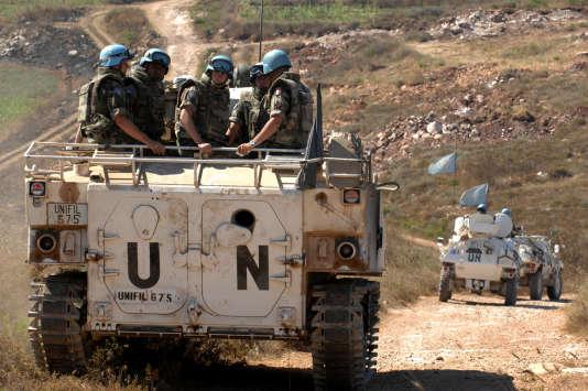 Casques bleus dans un char de la FINUL dans le sud du Liban - Plus de 120 000 personnes servent sous le drapeau bleu de l'ONU.