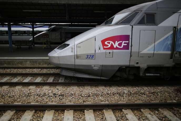 Entre 2011 et 2017, ce sont ainsi plus de 13 milliards d'euros qui seront injectés dans le système ferroviaire français, dans le cadre de projets gérés par des acteurs privés (Photo: TGV, Nantes, 2014).