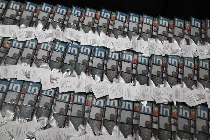 Des cadeaux pour les invités lors d'une soirée promotionnelle de LinkedIn à New York le 9 septembre 2015.