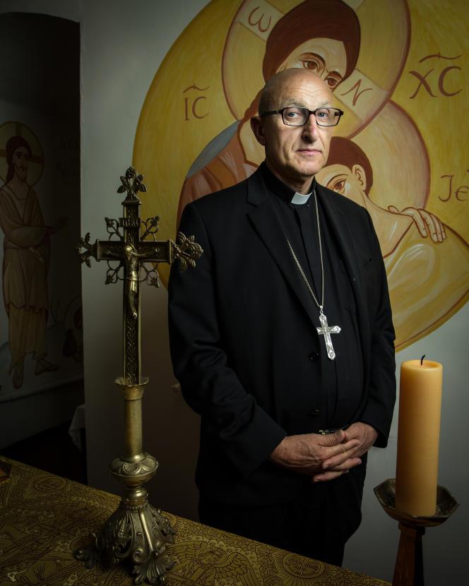 Monseigneur Dominique Rey, au domaine de la Castille à La Crau dans le Var.