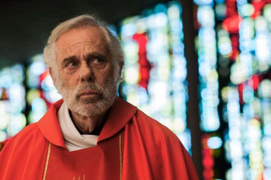 Jean-Luc Bideau (le père Fromenger) .
