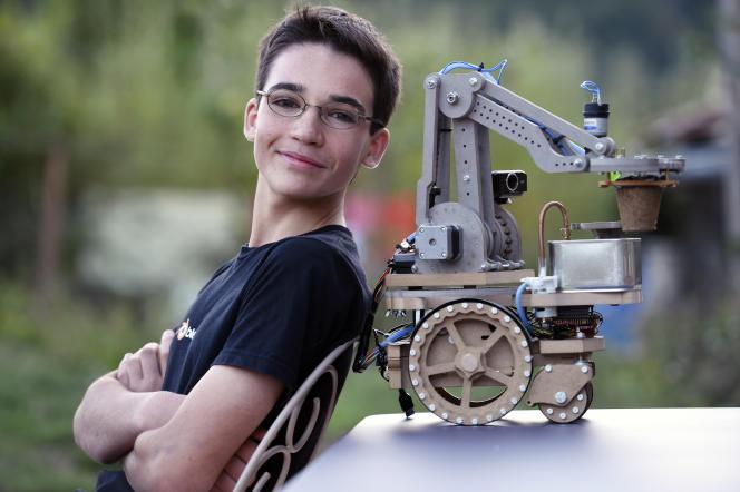Avec son robot-potager, le jeune Français Eliott Sarrey, 14 ans, a remporté le prix