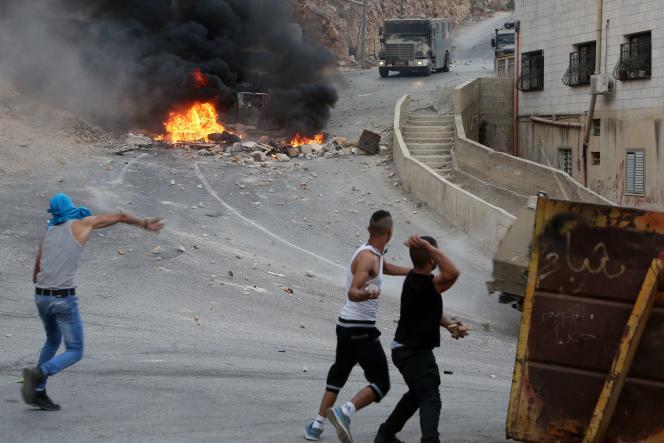 Scène d'affrontement entre Palestiniens et les forces de sécurité israéliennes, le 6 octobre, à Naplouse.