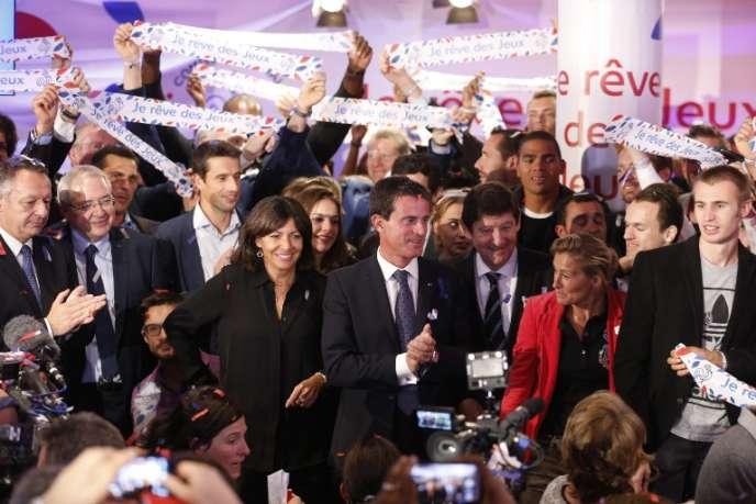 Lancement de la campagne d'appels aux dons pour financer la candidature de Paris-2024 en présence du premier ministre Manuel Valls et de la Maire de Paris Anne Hidalgo, le 25 septembre.