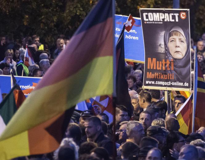 Lors de la manifestation d'Erfurt, des contre-manifestants ont jeté des pierres sur les partisans du parti populiste, et des deux côtés des pétards ont été allumés.