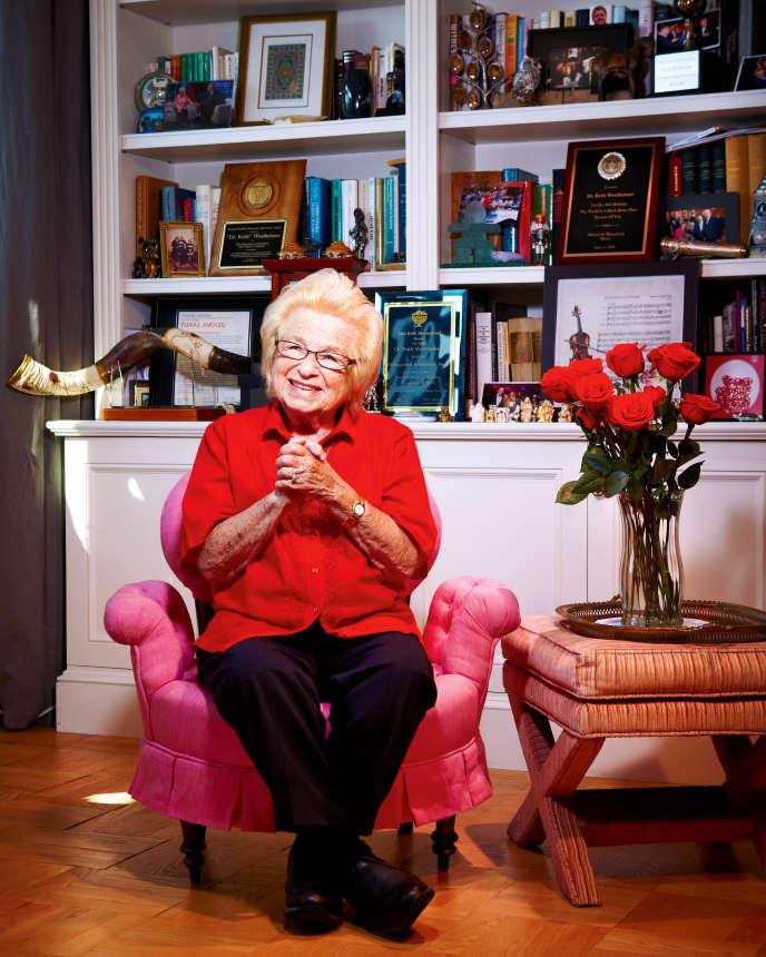 Ruth Westheimer dans son appartement de Washington Heights, sur les hauteurs de Manhattan, en septembre2015.