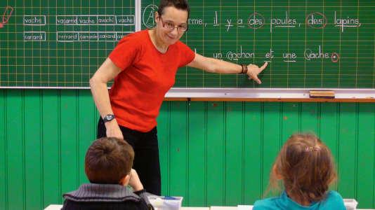 Pascale Pocard a tout d'abord enseigné en primaire avant de devenir conseillère pédagogique dans les Vosges, où son enseignement est expérimenté.