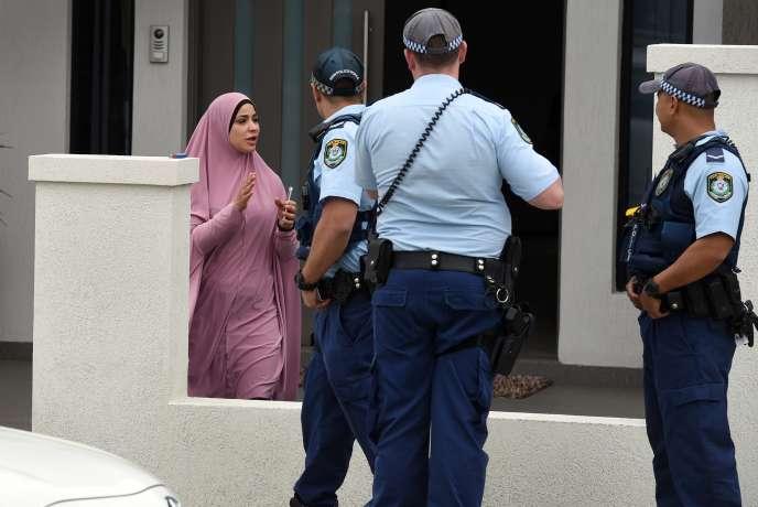 Les raids coordonnés de deux cents policiers en divers points de Sydney ont abouti à l'arrestation de quatre personnes, âgées de 16à 22ans.