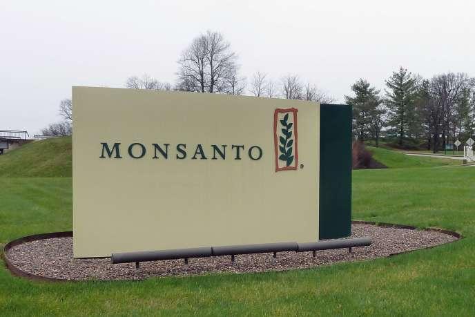 Le MON810 est une variété de maïs génétiquement modifié mise au point par la société américaine Monsanto.