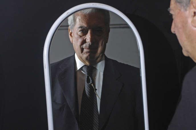 Mario Vargas Llosa, en 2004.