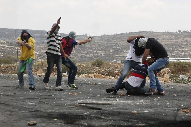 Des membres des forces de sécurité israéliennes infiltrés dans une manifestation palestinienne près de Ramallah, le 7 octobre.