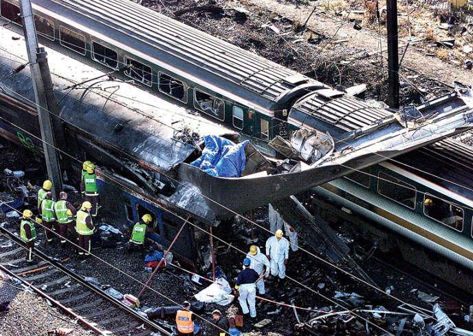 Le 6 octobre 1999, l'accident ferroviaire de la gare de Paddington, près de Londres, après la collision de deux trains.