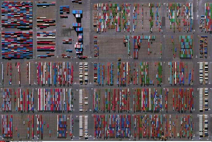 Le terminal du port de Newark-Elisabeth, dans le New Jersey, aux Etats-Unis. Image satellite sélectionnée sur Google Earth par l'artiste Benjamin Grant.