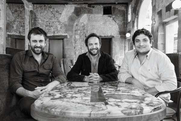 Autour de Julien Fouin, son associé, Ludovic Dardenay (à gauche), et le chef Mauro Colagreco.