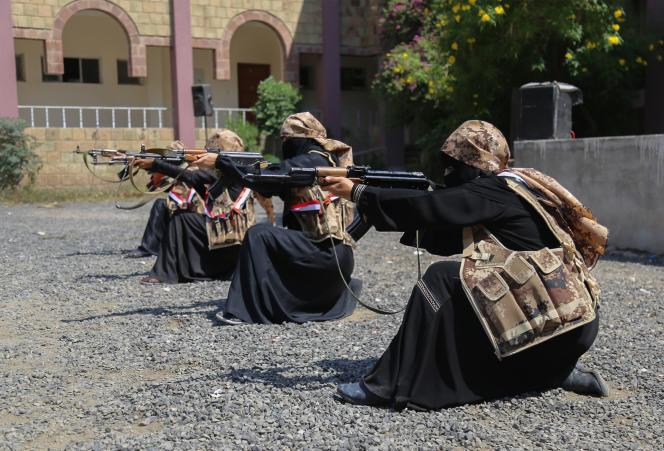 Des combattantes loyales au président Abed Rabbo Mansour Hadi, le 8 octobre à Taëz.