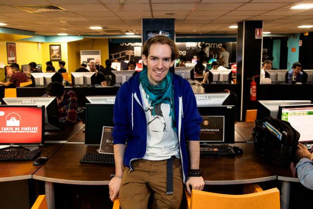 Jérémie Lefeuvre est le manager de ce cybercafé situé dans le quartier des Halles, à Paris.