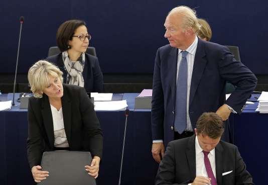 Nadine Morano et Brice Hortefeux au Parlement Européen de Strasbourg le 7 octobre 2015.