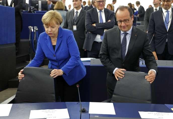 Angela Merkel et François Hollande arrivent à l'hémicycle du Parlement européen de Strasbourg, le 7 octobre.
