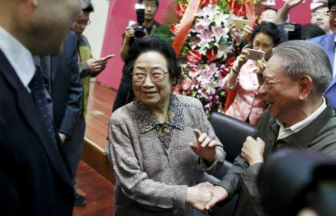 La chercheuse chinoise Youyou Tu colauréate du prix Nobel de médecine 2015, à Pékin le 8 octobre.