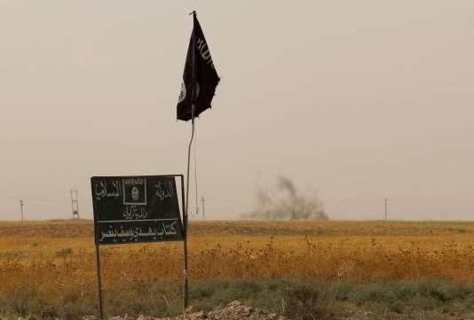 Un drapeau de l'EI le 11 septembre 2015 en Irak.