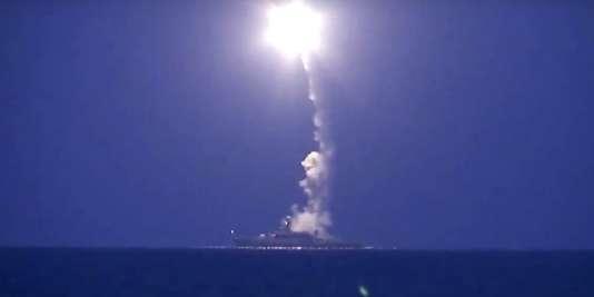 Depuis l'extrémité sud-ouest des eaux territoriales du Kazakhstan, quatre croiseurs de la flotte russe de la mer Caspienne ont lancé 26 missiles de croisière en direction de la Syrie.