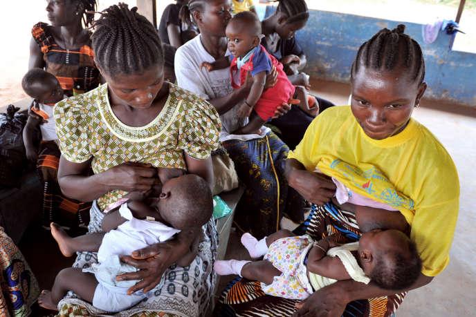 Dans un centre de santé à Gbarnga, au Liberia en décembre 2014.