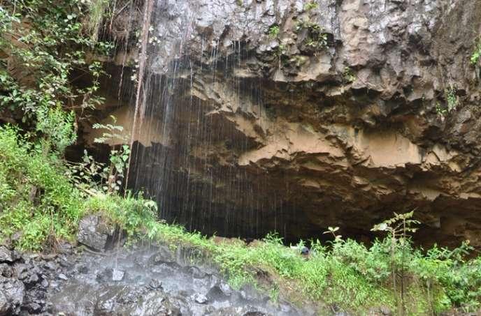 L'entrée de la grotte Mota en Ethiopie, où ont été retrouvés des restes d'un individu vieux de 4 500 ans dont l'ADN a pu être séquencé.