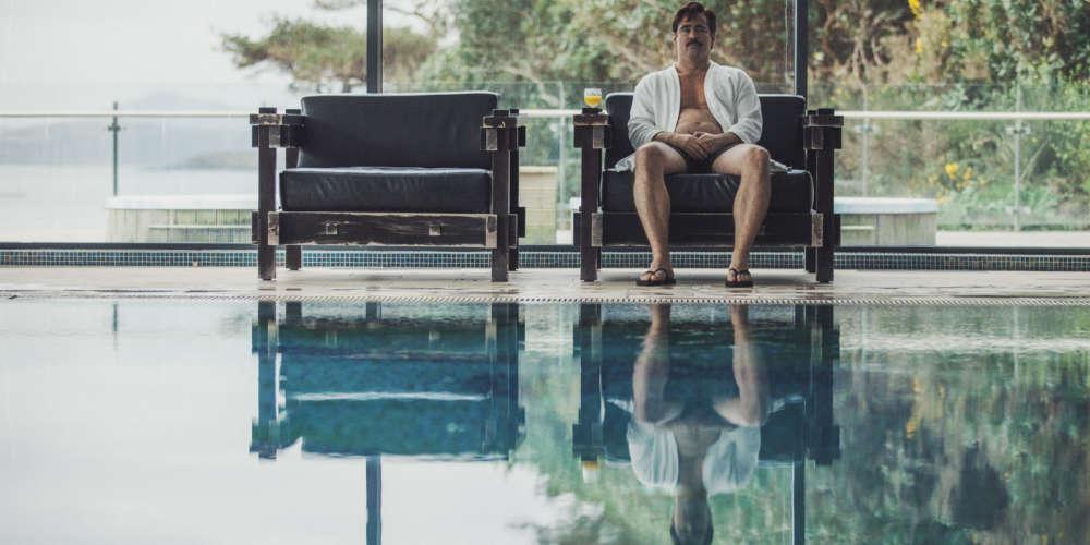 Le réalisateur grec de « Canine » (2009) et « Alps » (2011) signe son premier film en anglais. Récompensée par le prix du jury au dernier Festival de Cannes en mai, cette dystopie absurde, hilarante, et non moins passionnante, développe une variante imaginaire, mais parfaitement vraisemblable, des relations de couple.