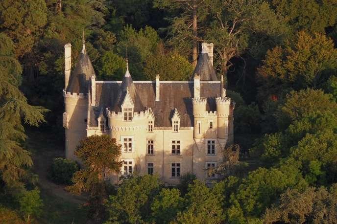 Vue aérienne du château de Fougeret, dans le département de la Vienne.