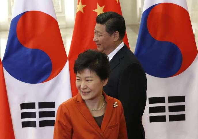 La présidente de Corée du Sud, Park Geun-hye, et son homologue chinois, Xi Jinping, à Pékin, en novembre 2014.