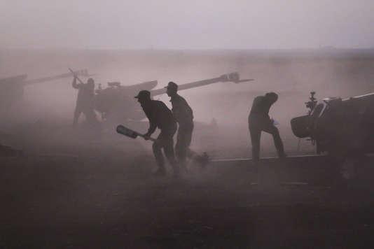 L'armée du régime syrien, forte des bombardements russes et de l'appui du Hezbollah libanais au sol, a lancé mercredi 7 octobre une vaste offensive pour reprendre le territoire perdu dans les provinces de Hama (centre) et de Lattaquié (ouest).