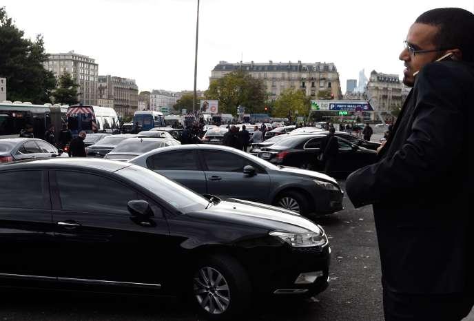 La société californienne a annoncé mercredi7octobre réduire de 20 % les tarifs de ses courses en véhicule de tourisme avec chauffeur (VTC) à Paris.