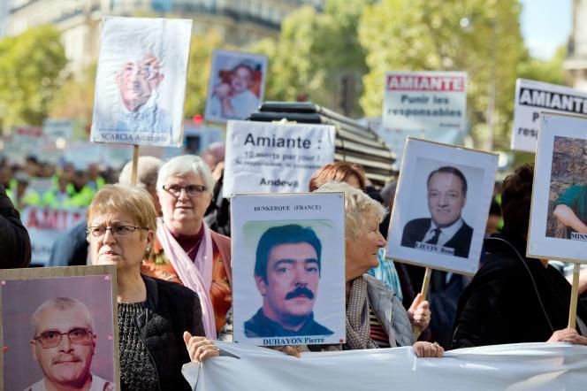 Manifestation de l'Association de défense des victimes de l'amiante, à Paris le 9 octobre 2015.