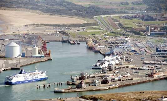 Le port de Calais était bloqué mardi13octobre2015.