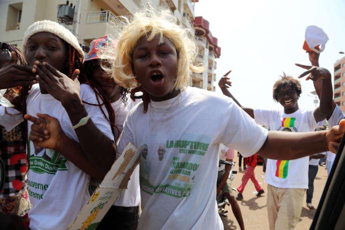 Des jeunes partisans de Cellou Dalein Diallo, le leader de l'opposition au président sortant, Alpha Condé.