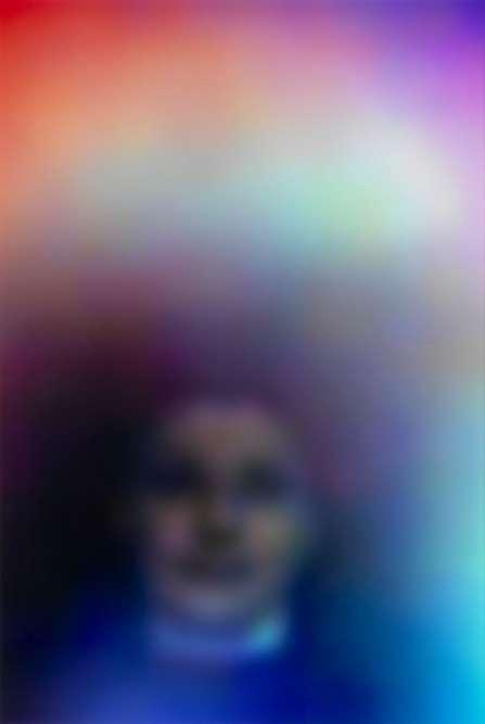« Susan Hiller, figure importante de l'art conceptuel en Grande-Bretagne, revisite, sur de grands formats photographiques, le fantasme d'une capture photosensible des auras de la pensée et des états émotionnels. »