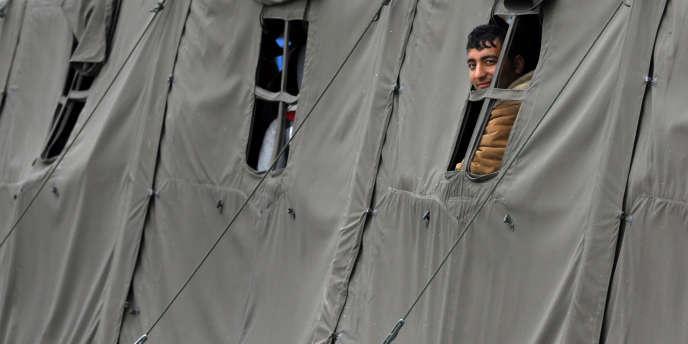 Les Kosovars s'inscrivent au deuxième rang des demandeurs d'asile en France sur les neuf premiers mois de 2015, contre le troisième rang en 2014.
