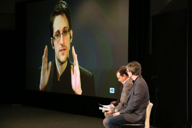 Edward Snowden, intervenant par visioconférence durant un débat à Los Angeles, le10 octobre2015.