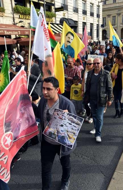Des manifestants dans les rues de Bordeaux, samedi après-midi.