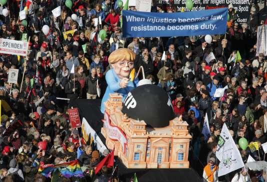Lors de la manifestation contre le projet d'accord de libre-échange TTIP, samedi 10 octobre à Berlin.