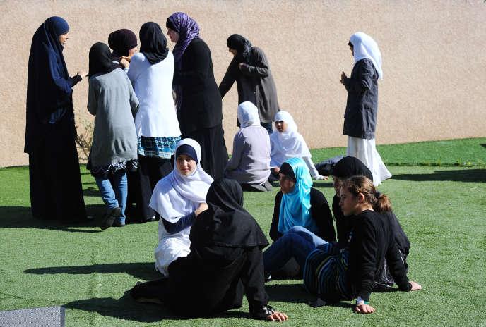 Eleves d'une école privée musulmane à Toulouse, en 2011.